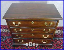HENKEL HARRIS 5417 SOLID Mahogany 4 Drawer Chairside Accent Chest Nightstand #29