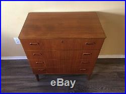 Mid Century Danish Modern 4 Drawer Dresser WOW