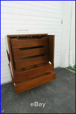 Mid Century Modern Chest of Drawers by American of Martinsville 9885