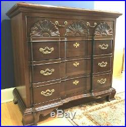 Vintage Thomasville Traditional Block Front Mahogany 4 Drawer Chest